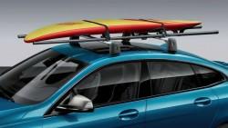 Крепления для доски для серфинга на крыше.