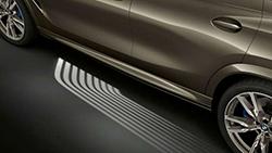 Функция приветствия световой дорожкой BMW Welcome Light Carpet