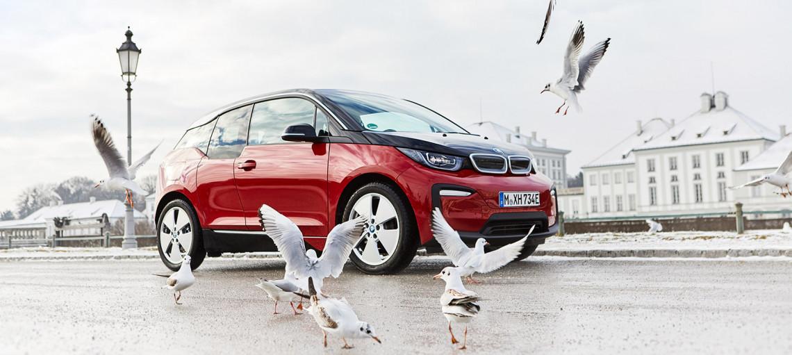 З новими високовольтними батареями збільшується запас ходу, зберігаючи характерний BMW спортивний талант: BMW <span>i<span>3 (120 А · год) і BMW <span>i<span>3<span>s<span> (120 А · год).